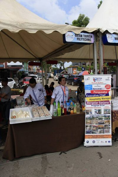 "Mahasiswa BTP Ikut Meramaikan Event Bazaar ""BP Batam Carnival dan Culture"""